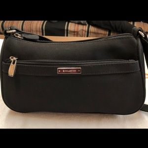 Handbags - Basic Black Purse